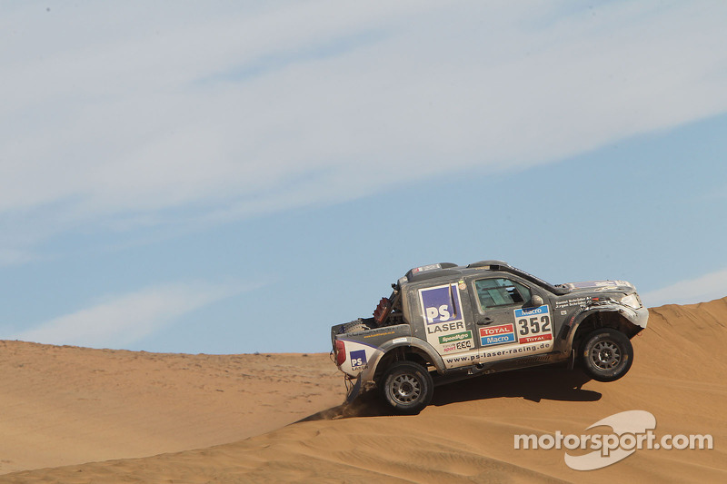 #352 Nissan: Jurgen Schroder, Daniel Schroder