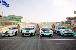 Le macchine in mostra della polizia di Dubai: una Mercedes AMG SLS, una Audi R8, una McLaren MP4-12C e la Ferrari FF