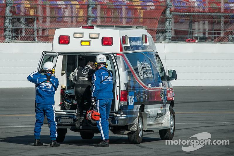 #50 Fifty Plus Racing Endures для a Cure/Highway to Help Race Team Riley BMW: Byron DeFoor crashes h