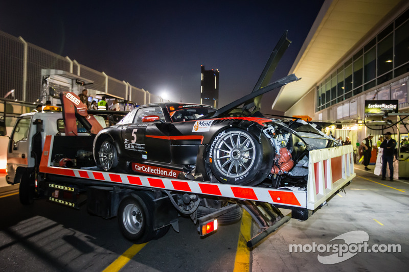 #5 Car Collection Motorsport Mercedes SLS AMG GT3 setelah kecelakaan fatal