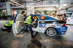 Boxenstopp für #57 LAP57 Racing, Honda Integra Type R: Mohammed Al Owais, Abdullah Al Hammadi, Nader Zuhour, Junichi Umemoto, Rupesh Channake