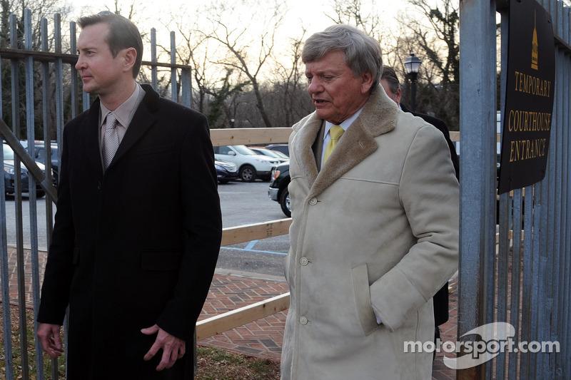 كورت بوش وراستي هاردن يغادران محكمة الأسرة في مقاطعة كينت بعد جلسة استماع بخصوص تهمة الاعتداء التي ر