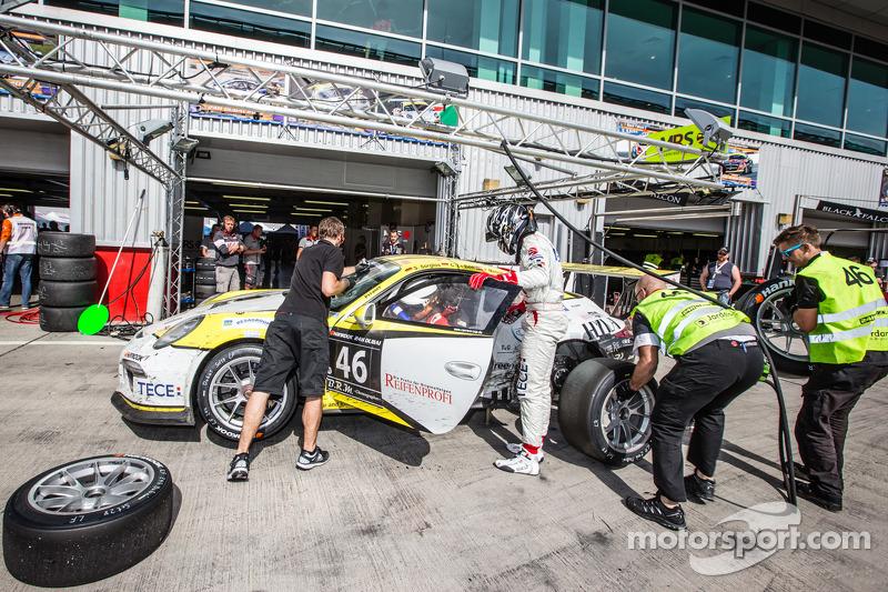 Boxenstopp für #46 MRS GT-Racing, Porsche 991 Cup: Siegfried Venema, Chris le Bon, Ilya Melnikov, Ba