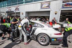 Піт-стоп для #25 Блек Фалкон Porsche 991 Cup: Burkard Kaiser, Manuel Metzger, Christian Raubach