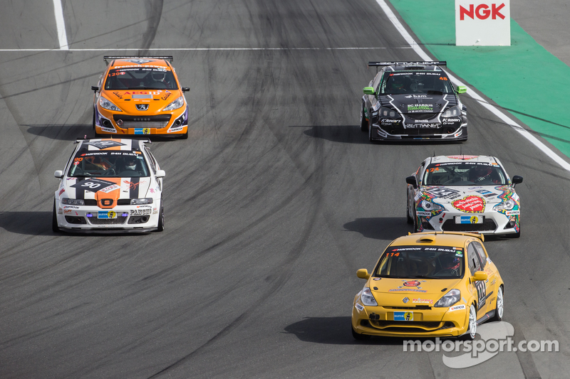 Pace-Lap: #114 presenza.eu Racing Team, Clio Renault Clio Cup Endurance: Yoshiki Ohmura, Andreas Seg