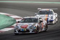 #124 Pit Lane, Toyota GT86: Jacques Derenne, Kurt Dujardyn, Maciej Dreszer, Harald Rettich
