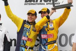Victory-Lane: 1. Matt Plumb und Hugh Plumb feiern