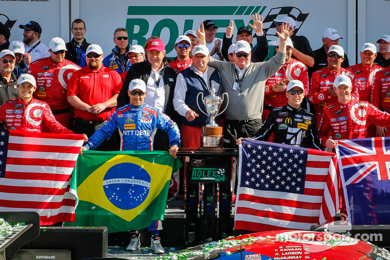 Podium: #02 Chip Ganassi Ford/Riley: Scott Dixon, Kyle Larson, Jamie McMurray, Tony Kanaan