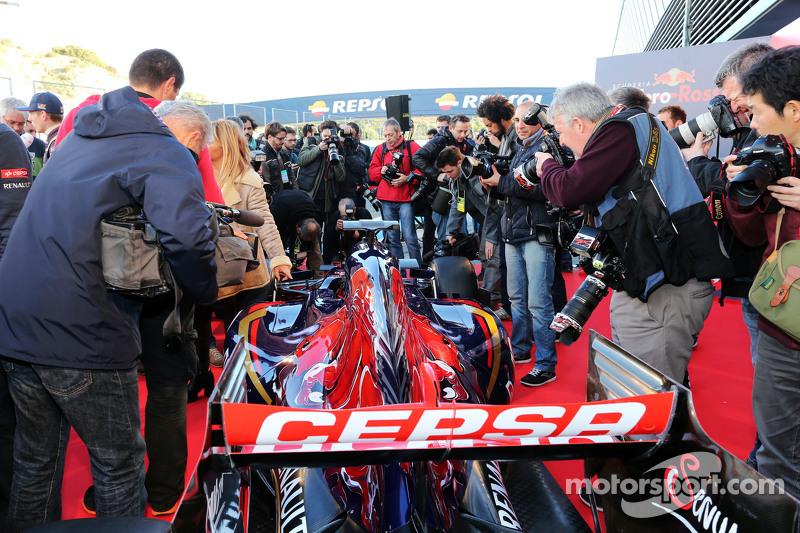 Medienrummel beim Scuderia Toro Rosso STR10