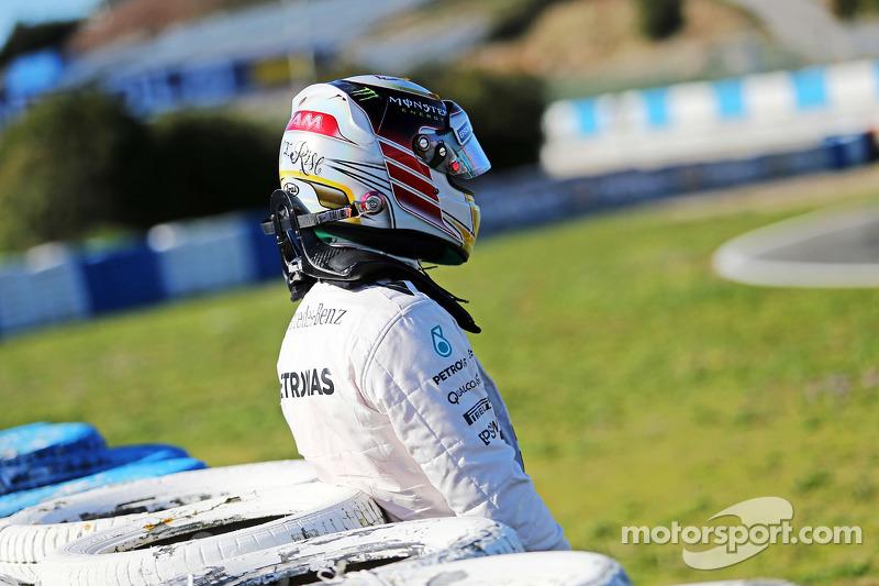 Lewis Hamilton, Mercedes AMG F1, hält auf der Strecke an
