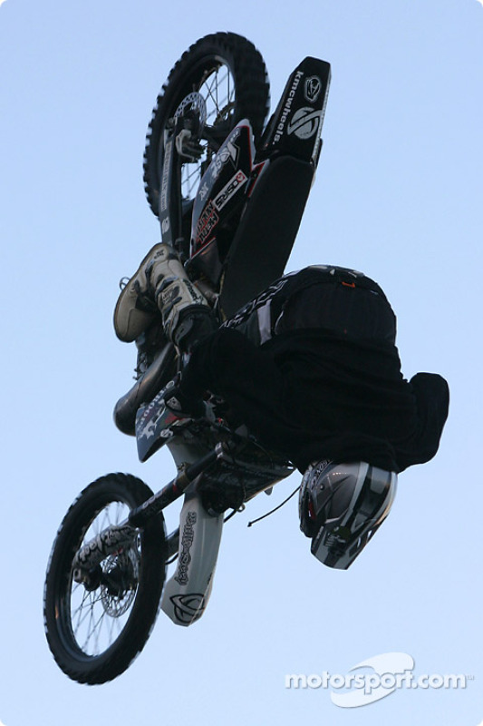 Freestyle motocross show : un autre looping complet