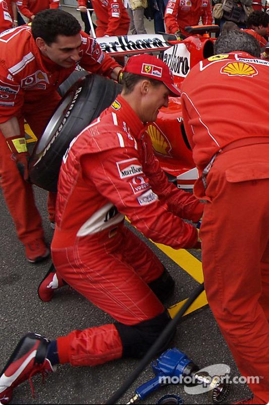 Michael Schumacher s'essaie à l'arrêt aux stands