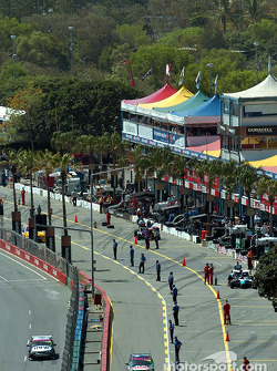 Pit lane and pit staight