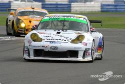 La Porsche 911 GT3 RS n°90 T2M Motorsport : Robin Liddell, Vanina Ickx, Thierry Rabineau