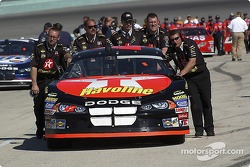 Texaco Havoline Dodge crew push the car to the qualifying line