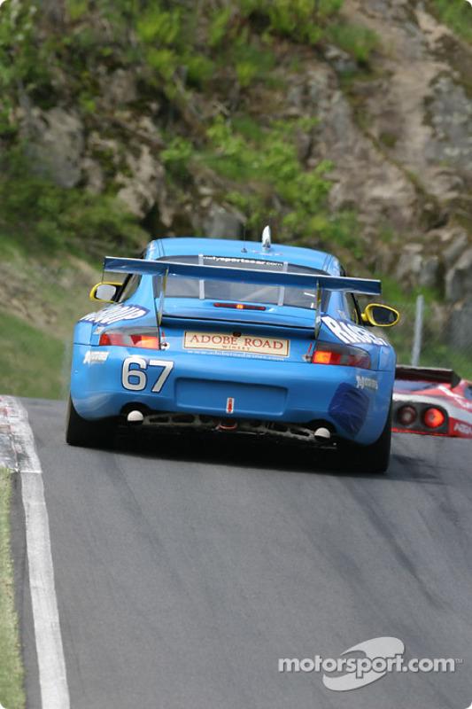 La Porsche GT3 RS n°67 de The Racers Group (Kevin Buckler, Liz Halliday, Bohdan Kroczek)