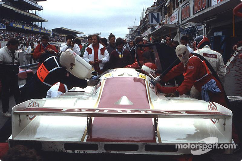 1986 год. Экипаж Оскара Ларруари, Жоэля Гуйе и Хесуса Пареха, Porsche 962 C