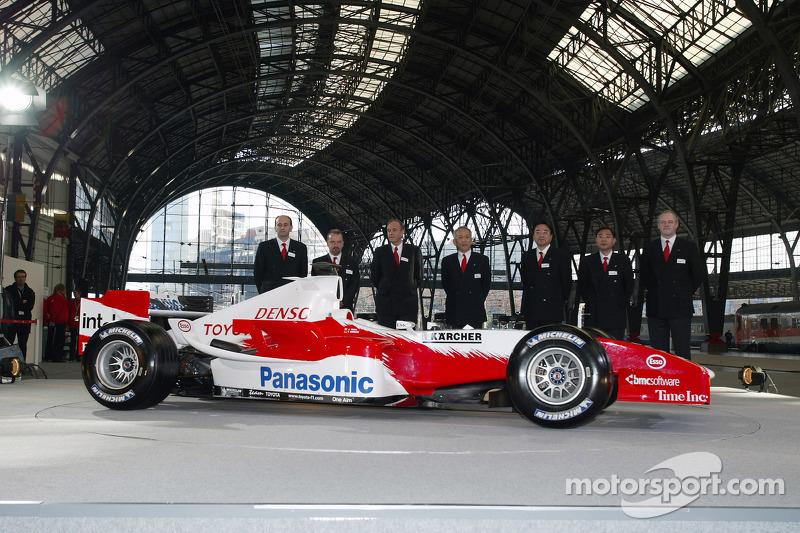 Panasonic Toyota Racing management ve Toyota TF105
