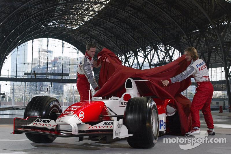Ralf Schumacher ve Jarno Trulli unveil Toyota TF105