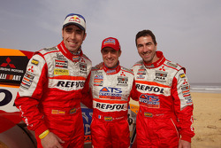 Car winner Stéphane Peterhansel celebrates on the beach with Luc Alphand and Nani Roma