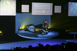 Fernando Alonso and Giancarlo Fisichella with the new Renault R25