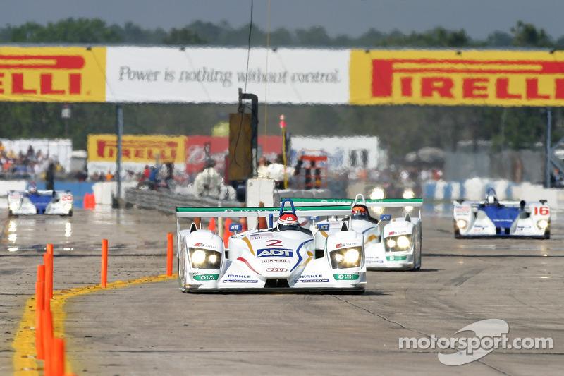 L'ADT Champion Racing Audi R8 N°1 de Frank Biela, Emanuele Pirro et Allan McNish mène devant l'ADT Champion Racing Audi R8 N°2 de JJ Lehto, Marco Werner et Tom Kristensen