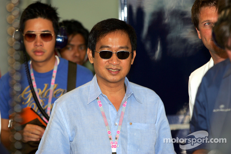 Chalerm Yoovidhia socio de Dietrich Mateschitz CEO fundador de Red Bull Formula One