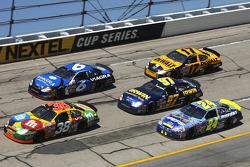 Elliott Sadler leads a pack of cars