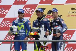 Podium: 1. Valentino Rossi; 2. Sete Gibernau; 3. Colin Edwards