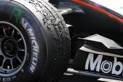 Un pneu usé de la McLaren de Kimi Räikkönen
