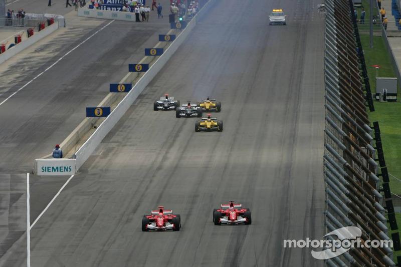 Em 2005, a F1 viveu um de seus momentos mais complicados, quando a Michelin, após acidentes nos treinos, recomendou que suas equipes não participassem da prova devido à falta de certeza da segurança de seus compostos. Apenas 6 carros correram.