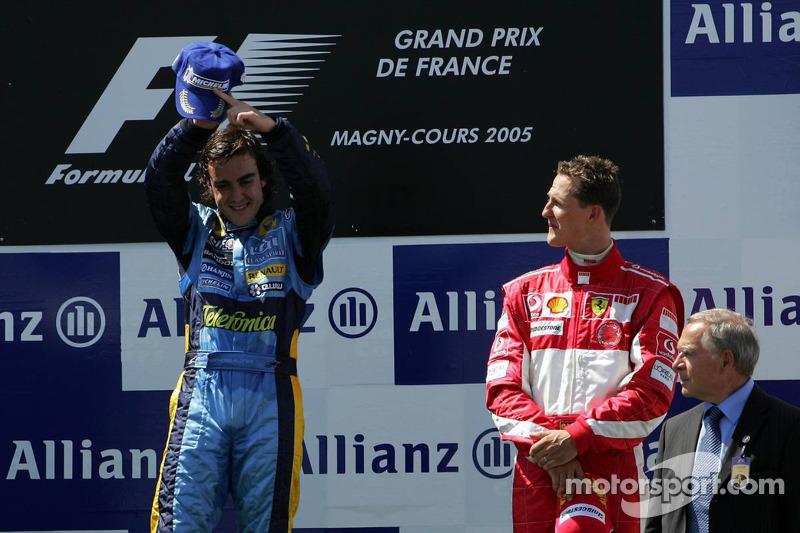 Podio: ganador de la carrera Fernando Alonso y Michael Schumacher