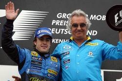 Podium: race winner Fernando Alonso and Flavio Briatore