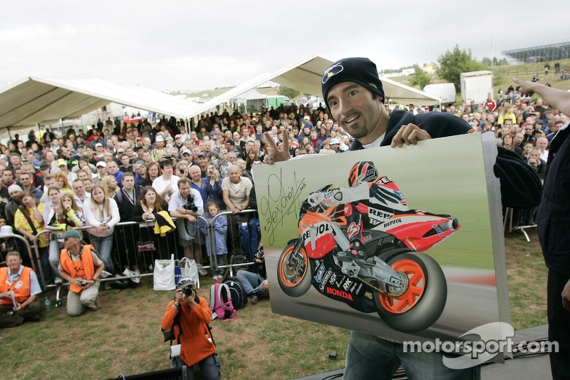 Max Biaggi en una aparición pública