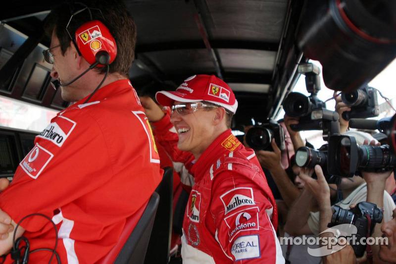 Michael Schumacher celebra su pole position