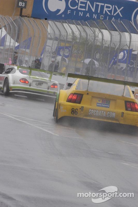 Entraînement à l'arrêt aux stands pour la Team Ferrari