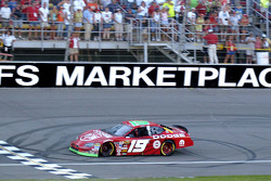 Jeremy Mayfield takes the checkered flag