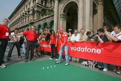 Vodafone race event in Milan: Michael Schumacher plays golf