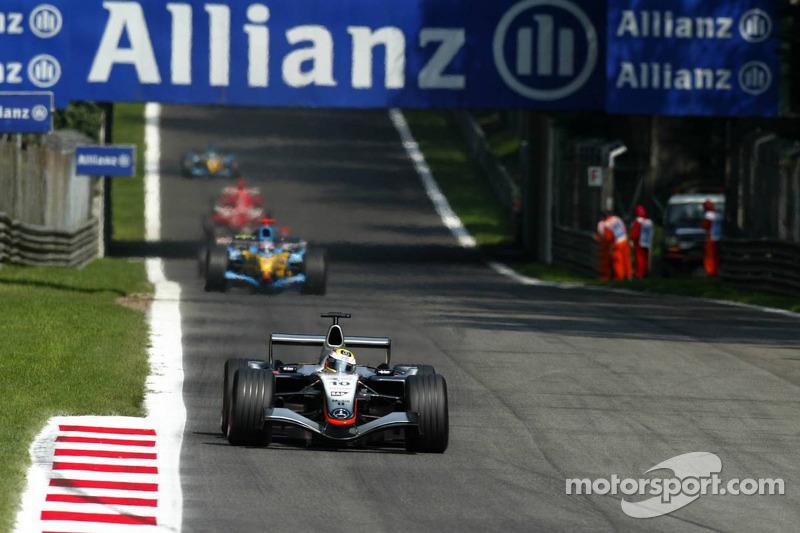 Primera vuelta: Montoya lleva lidera el grupo