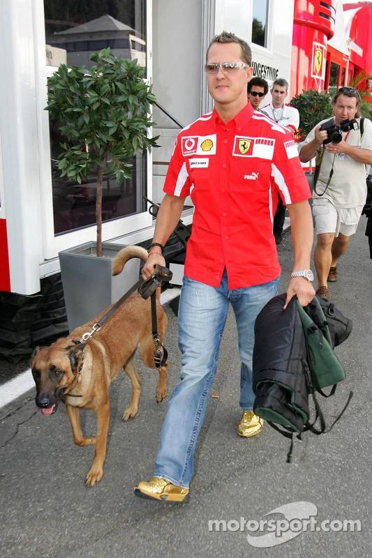 Michael Schumacher con su perro Shiva