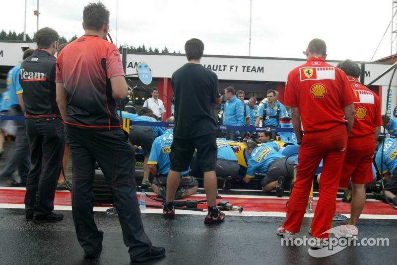 Práctica parada en boxes de Renault F1