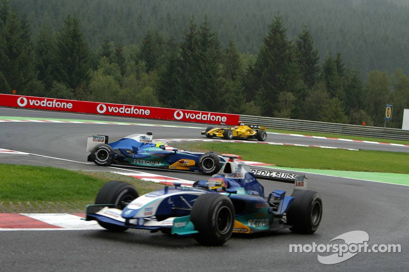 Felipe Massa gira detrás de Jacques Villeneuve