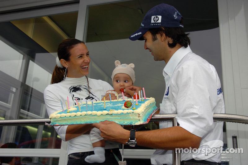 Antonio Pizzonia celebra su 25 aniversario con su novia Maureen y su hija Sofía