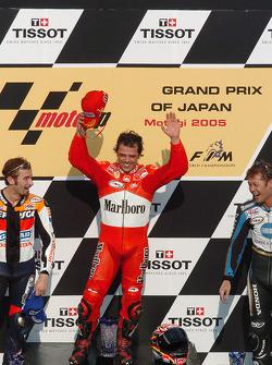 Podium: race winner Loris Capirossi with Max Biaggi and Makoto Tamada