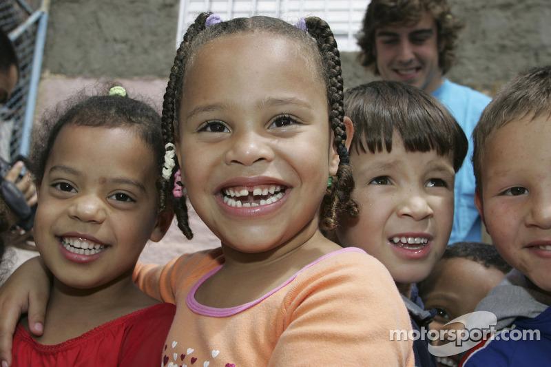 UNICEF visit in a Sao Paulo favella