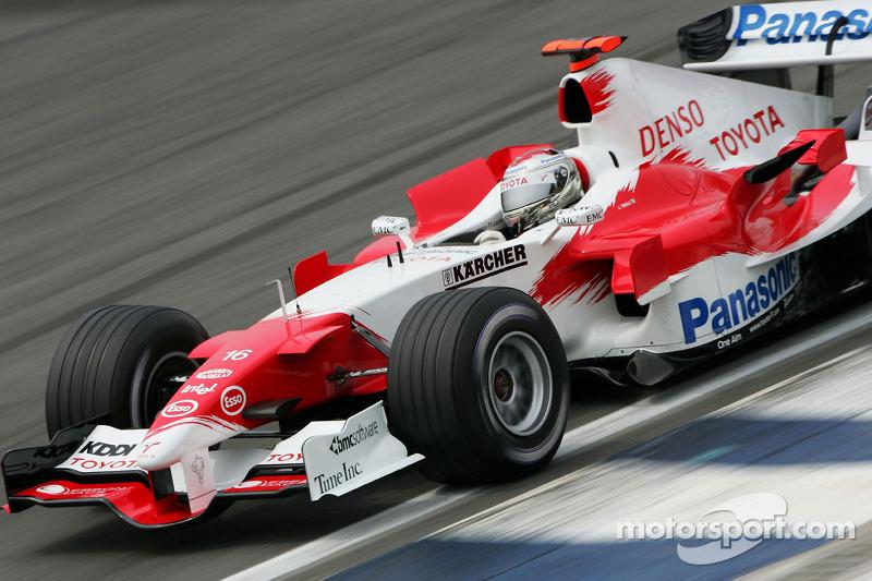 Até o treino classificatório era diferente: na época, cada piloto tinha só uma volta lançada, um por vez. O formato atual, em três fases, estreou só em 2006.
