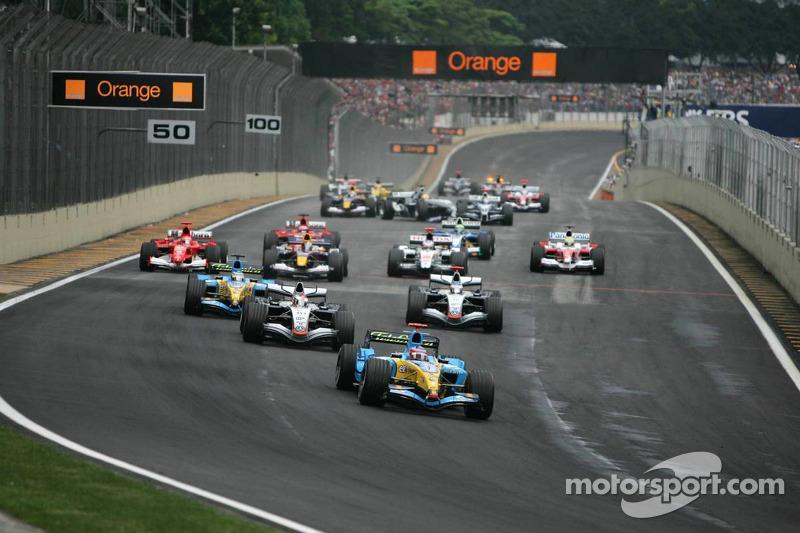 Start: Fernando Alonso geht von der Pole-Position in Führung