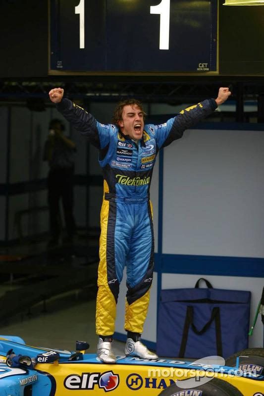 Fernando Alonso jubelt