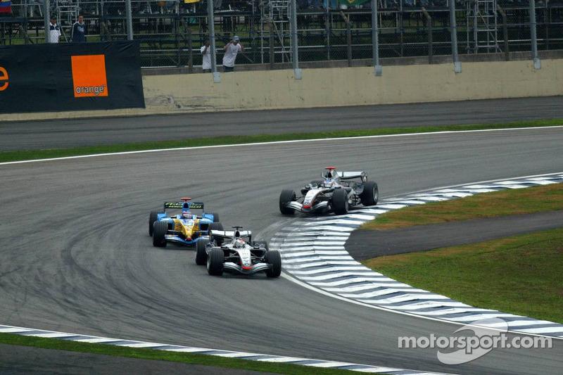 Juan Pablo Montoya, McLaren; Fernando Alonso, Renault; Kimi Räikkönen, McLaren