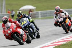 Loris Capirossi leads Valentino Rossi